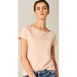 Koszulka z dekoltem typu łódka - Różowy. Brązowe t-shirty damskie marki Mohito, m. Za 29,99 zł.