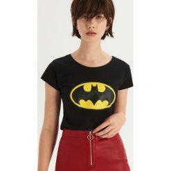 T-shirt Batman - Czarny. Czarne t-shirty damskie marki Sinsay, l, z motywem z bajki. Za 29,99 zł.