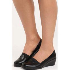 Czarne Koturny Tapestry. Czarne buty ślubne damskie marki Born2be, ze skóry, na niskim obcasie, na koturnie. Za 69,99 zł.