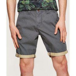 Spodenki i szorty męskie: Tkaninowe szorty w drobny deseń - Wielobarwn