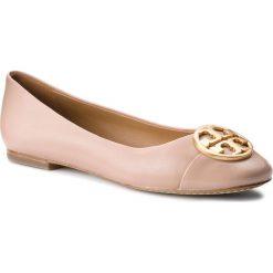 Baleriny TORY BURCH - Chelsea Cap-Toe Ballet 46882 Goan Sand/Goan Sand 268. Brązowe baleriny damskie lakierowane Tory Burch, z materiału. W wyprzedaży za 759,00 zł.