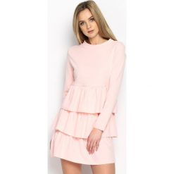 Jasnoróżowa Sukienka Modesty And Chic. Różowe sukienki mini marki numoco, l, z dekoltem w łódkę, oversize. Za 69,99 zł.