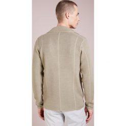 DRYKORN VALE Kardigan beige grau. Brązowe kardigany męskie marki DRYKORN, m, z bawełny. W wyprzedaży za 440,30 zł.