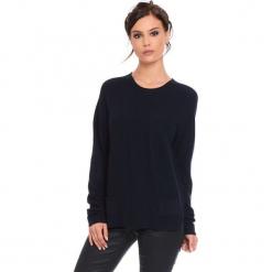"""Sweter """"Jamie"""" w kolorze granatowym. Niebieskie swetry klasyczne damskie marki Cosy Winter, s, ze splotem, z okrągłym kołnierzem. W wyprzedaży za 181,95 zł."""
