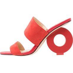 Katy Perry ROSEMARIE Klapki spanish red. Brązowe klapki damskie marki Etro. W wyprzedaży za 503,20 zł.