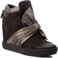 Sneakersy CARINII - B4096 360-H93-PSK-B88. Czarne sneakersy damskie Carinii, z materiału. W wyprzedaży za 299,00 zł.