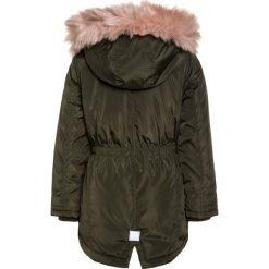 Name it NITMARISKA JACKET Płaszcz zimowy forest night. Czerwone kurtki chłopięce zimowe marki Name it, l, z nadrukiem, z bawełny, z okrągłym kołnierzem. W wyprzedaży za 215,20 zł.