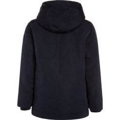 Abercrombie & Fitch CORE Płaszcz zimowy navy. Niebieskie kurtki chłopięce zimowe marki Abercrombie & Fitch. W wyprzedaży za 471,20 zł.