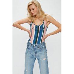 Guess Jeans - Top. Szare topy damskie marki Guess Jeans, na co dzień, l, z aplikacjami, z bawełny, casualowe, z okrągłym kołnierzem, mini, dopasowane. Za 249,90 zł.