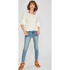 Review - Jeansy Minnie. Szare jeansy damskie marki Review, l, z tkaniny, z okrągłym kołnierzem. W wyprzedaży za 139,90 zł.