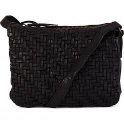 Skórzana torebka w kolorze czarnym - 21 x 16 x 7 cm. Czarne torebki klasyczne damskie neropantera, w paski, z materiału. W wyprzedaży za 272,95 zł.