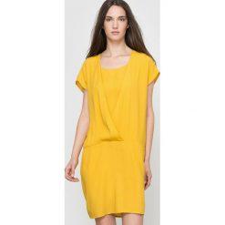 Sukienki hiszpanki: Zwiewna sukienka z krótkim rękawem