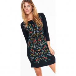 DOPASOWANA SUKIENKA Z NADRUKIEM W KWIATY. Czarne sukienki z falbanami Top Secret, na jesień, w kwiaty, dopasowane. Za 69,99 zł.