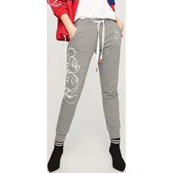 Spodnie dresowe damskie: Spodnie dresowe mickey mouse – Szary
