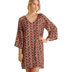 Sukienka w kolorze jasnobrązowym. Brązowe sukienki na komunię marki Almatrichi, s, z dekoltem na plecach, midi, proste. W wyprzedaży za 179,95 zł.