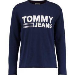 Tommy Jeans SOLID LOGO Sweter black iris. Niebieskie kardigany męskie Tommy Jeans, m, z bawełny. W wyprzedaży za 359,20 zł.