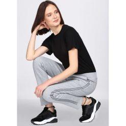Jasnoszare Spodnie Dresowe Extradition. Szare spodnie dresowe damskie marki New Balance, xs, z dresówki. Za 54,99 zł.