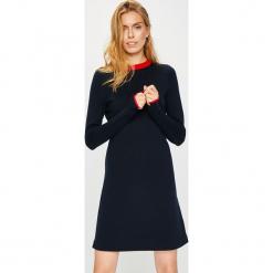 Calvin Klein - Sukienka. Czarne sukienki dzianinowe marki Calvin Klein, na co dzień, l, casualowe, z okrągłym kołnierzem, mini, proste. Za 799,90 zł.