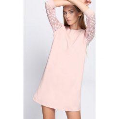Różowa Sukienka Nicest Place. Różowe sukienki mini marki numoco, l, z dekoltem w łódkę, oversize. Za 69,99 zł.