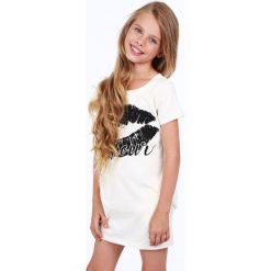 Sukienka dziewczęca z nadrukiem kremowa NDZ8177. Białe sukienki dziewczęce z falbanami Fasardi, z nadrukiem. Za 49,00 zł.