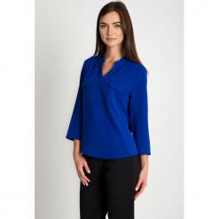 Kobaltowa bluzka z dekoltem V QUIOSQUE. Niebieskie bluzki oversize QUIOSQUE, z tkaniny, eleganckie, dekolt w kształcie v. W wyprzedaży za 99,99 zł.