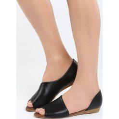 Czarne Balerinki Small Things. Szare baleriny damskie marki Pull&Bear, na płaskiej podeszwie. Za 49,99 zł.