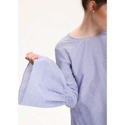KOSZULA DŁUGI RĘKAW DAMSKA. Szare koszule damskie marki Top Secret, na lato, w paski, eleganckie, z długim rękawem. Za 59,99 zł.