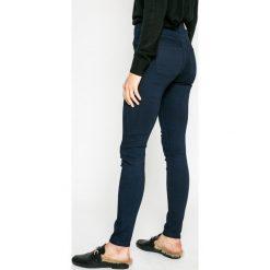 Jacqueline de Yong - Jeansy. Niebieskie jeansy damskie Jacqueline de Yong, z podwyższonym stanem. W wyprzedaży za 69,90 zł.