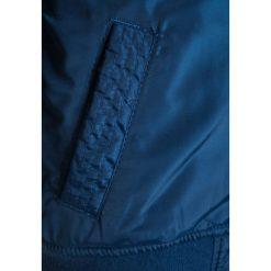 Next BADGE Kurtka zimowa blue. Niebieskie kurtki chłopięce przeciwdeszczowe Next, na zimę, z materiału. W wyprzedaży za 125,30 zł.
