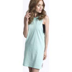 Sukienki dzianinowe: Femi Pleasure – Sukienka MOLUKO
