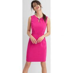 Sukienki: Sukienka z rozcięciem na dekolcie