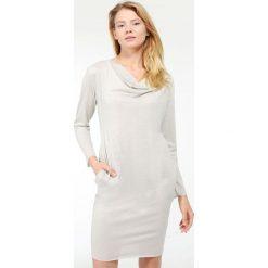 Sukienka - 30-84501VL AR. Szare sukienki hiszpanki Unisono, l, z elastanu, z dekoltem woda. Za 69,00 zł.