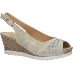 Beżowe sandały peep toe na koturnie z odkrytymi palcami i piętą ze skórzaną wkładką Casu W18X4/B. Brązowe sandały damskie marki Casu, na koturnie. Za 44,99 zł.
