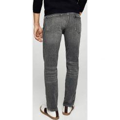 Mango Man - Jeansy Tim2. Szare jeansy męskie relaxed fit marki Mango Man. W wyprzedaży za 99,90 zł.