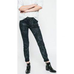 G-Star Raw - Jeansy 5622. Czarne jeansy damskie rurki marki G-Star RAW, z bawełny. W wyprzedaży za 449,90 zł.