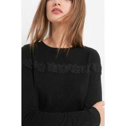 Lekki sweter z koronką. Brązowe swetry klasyczne damskie marki Orsay, s, z dzianiny. Za 79,99 zł.
