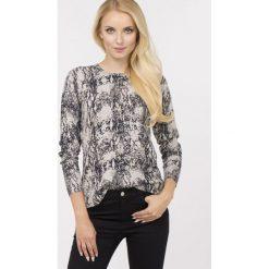 Swetry klasyczne damskie: Sweter z wężowym motywem