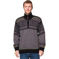 Sweter w kolorze szaro-czarnym. Czarne swetry klasyczne męskie CMP, m, z dzianiny, ze stójką. W wyprzedaży za 173,95 zł.