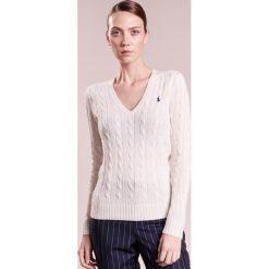 Polo Ralph Lauren KIMBERLY  Sweter cream. Białe swetry klasyczne damskie Polo Ralph Lauren, xl, z kaszmiru, polo. Za 539,00 zł.
