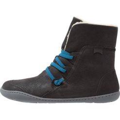 Camper Botki black. Czarne buty zimowe damskie Camper, z materiału. W wyprzedaży za 583,20 zł.