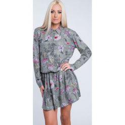Sukienki: Sukienka we wzory zapinana na guziki khaki 1556