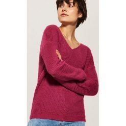 Sweter z dekoltem w serek - Różowy. Czerwone swetry klasyczne damskie House, l, z dekoltem w serek. Za 69,99 zł.