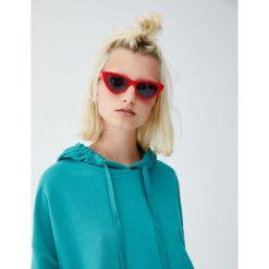 Bluza z kapturem z prążkowanego materiału. Niebieskie bluzy z kapturem damskie marki Pull&Bear. Za 59,90 zł.