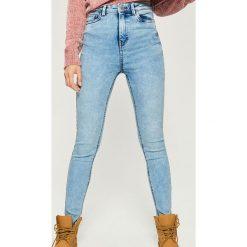 Jeansy skinny high waist - Niebieski. Niebieskie spodnie z wysokim stanem marki Sinsay, z jeansu. W wyprzedaży za 59,99 zł.