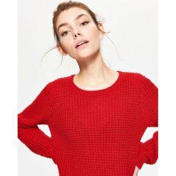 Swetry klasyczne damskie: Sweter z perforacją - Czerwony