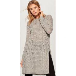 Długi sweter z warkoczowym splotem - Szary. Szare swetry klasyczne damskie Mohito, l, ze splotem. Za 149,99 zł.