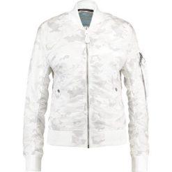 Alpha Industries Kurtka Bomber white camo. Białe bomberki damskie marki Alpha Industries, xs, z materiału. W wyprzedaży za 471,75 zł.