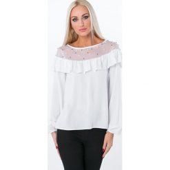 Bluzka z falbaną i perełkami biała 16160. Białe bluzki z odkrytymi ramionami Fasardi, l. Za 55,20 zł.