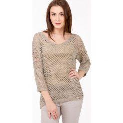 Swetry klasyczne damskie: Ażurowy sweter z połyskującą nitką