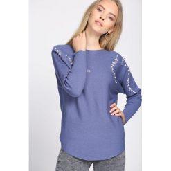 Niebieski Sweter Whereabouts. Niebieskie swetry klasyczne damskie Born2be, l, z dekoltem w łódkę. Za 49,99 zł.